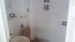 קרון שירותים שתי תאים