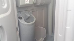 תא שירותים מפואר מפלסטיק